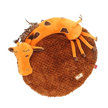 Лежанка для кошек и собак Gigwi (Гигви) Жираф 3D, 57см